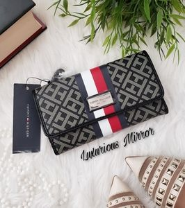 Tommy Hilfiger Signature Logo Trifold Wallet